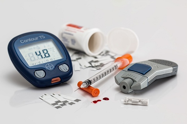 Device which measures blood sugar level